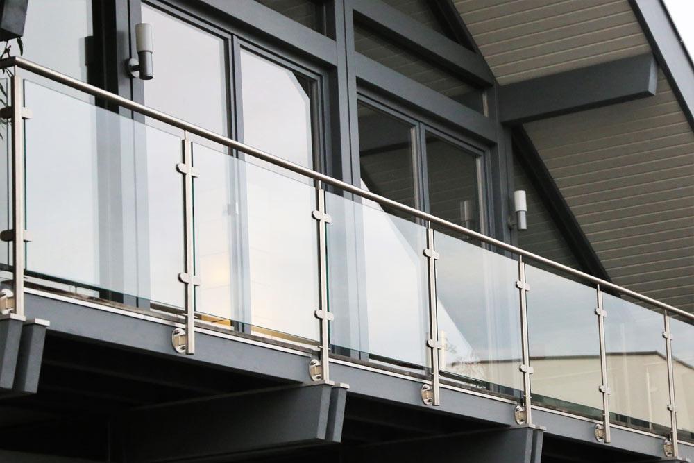 Metallbaubetrieb in Stotzard - Bodenbelag für Balkon und Terrasse und kleiner Reparaturen